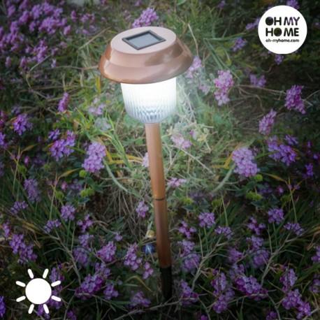 Stiilne Päikesepatareiga aialamp